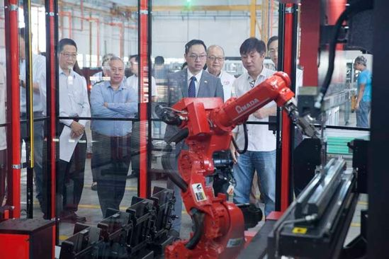 SEA's First Metal Bending, Cutting Robot Impresses Johor Investment Head