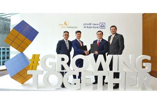 (L-R) En Muhammad Fikri Mohamad Rawi, CEO of Sun Life Malaysia Takaful_  Mr Raymond Lew, CEO & President _ Country Head, Sun Life Malaysia_ Mr Steve Chen, CEO of Al Rajhi Bank Malaysia_ and Mr Peter Yap, Retail