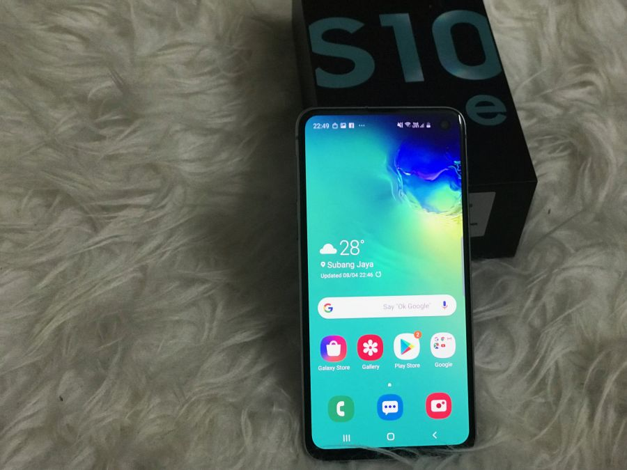 Samsung S10e: Smaller and Cheaper but as Reliable